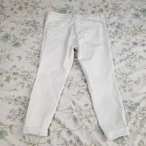 LOFT Jeans - ✿❀ LOFT White Jeans Capri Pants  ❀✿